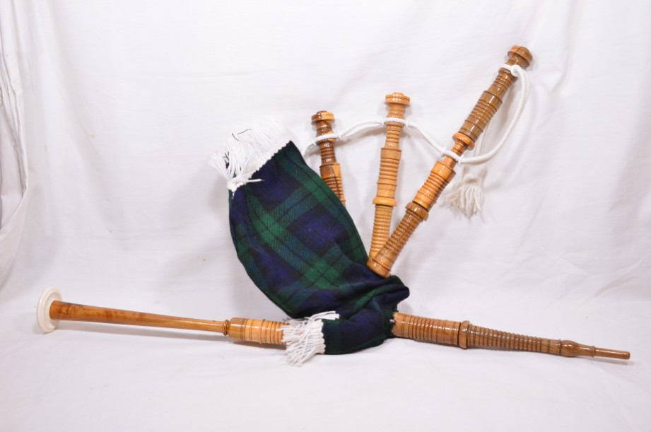 Clanullah Junior bagpipes by Gold Brothers of Kirkaldy 5