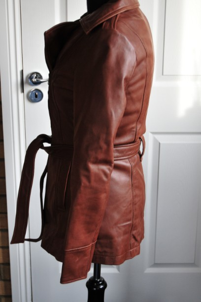 Ladies Whet blu Brown Leather Jacket good condition with wrap round tie up belt. 3