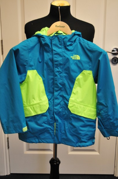 The North Face Boys HyVent Jacket in Bright Blue and Green size S/7-8 years 1
