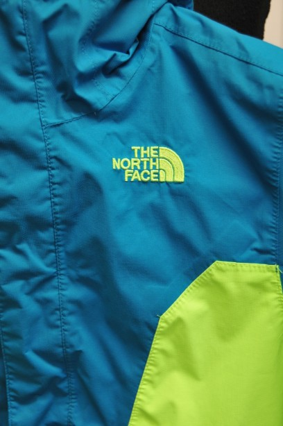 The North Face Boys HyVent Jacket in Bright Blue and Green size S/7-8 years 2