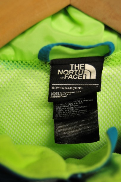The North Face Boys HyVent Jacket in Bright Blue and Green size S/7-8 years 4