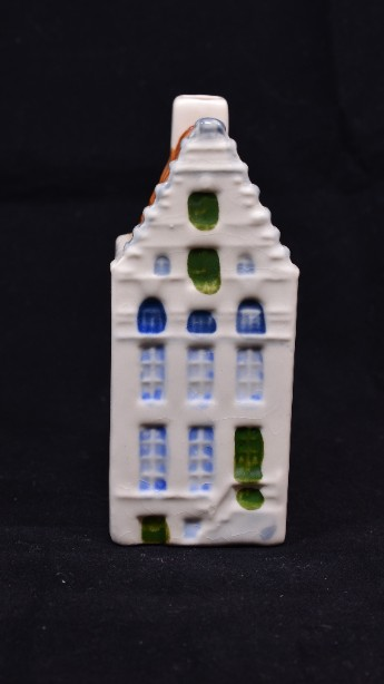 Dutch Singel Pottery Miniature Dutch House No 64
