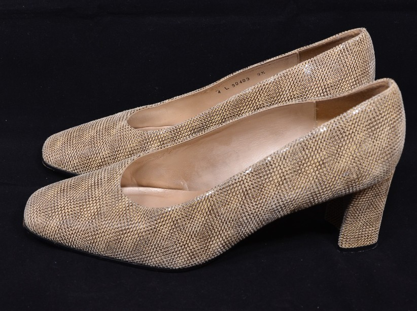Smart Ladies Leather Russell & Bromley Court Shoes size 9.5/uk 7.5 2