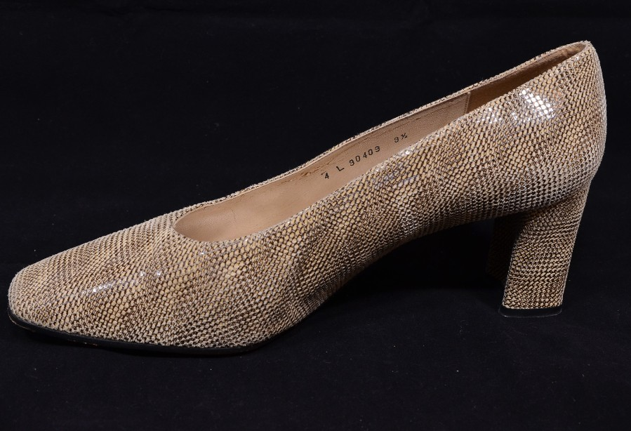 Smart Ladies Leather Russell & Bromley Court Shoes size 9.5/uk 7.5 6