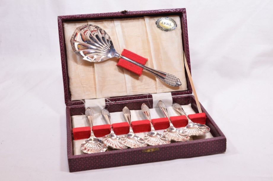 Vintage Canteen of 6x EPNS Silver Plated Dessert Spoons & Server