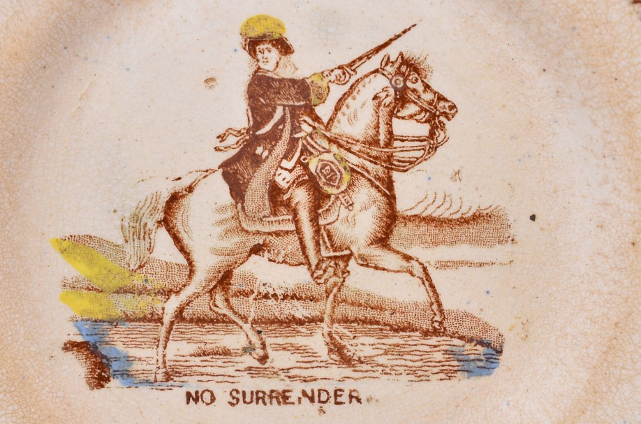 William III of Orange political 'No Surrender' cup, saucer and plate trio 9