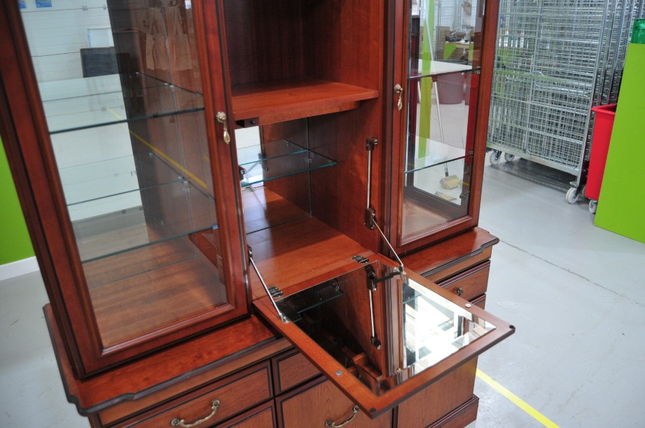 John E Coyle Cherry Wood Glass Fronted Drinks Display Cabinet 7