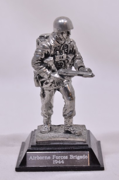 Royal Hampshire Airborne Forces Brigade Pewter Sculpture Military Figurine