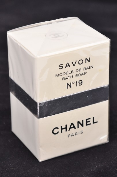 Chanel No.19 Bath Soap 150g - New and sealed