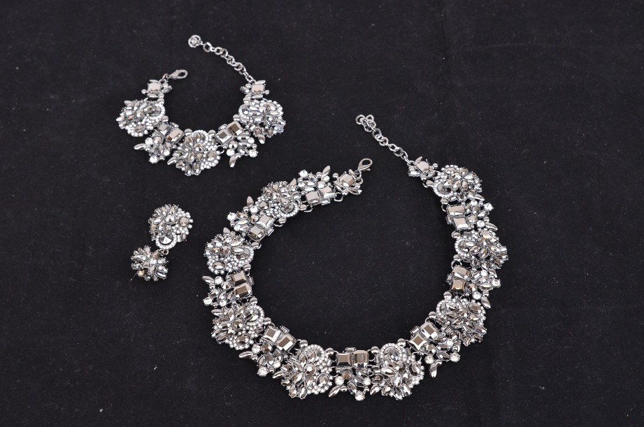 Gunmetal and diamante bright costume collar, bracelet and earring